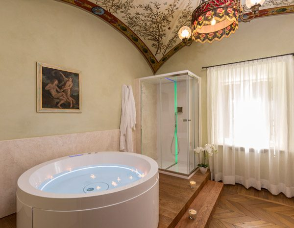 Vasca Da Bagno Romantica Con Candele : Cuore di rubino relais degli angeli